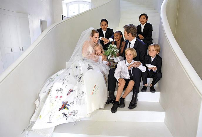 angelina-jolie-brad-pitt-wedding-7