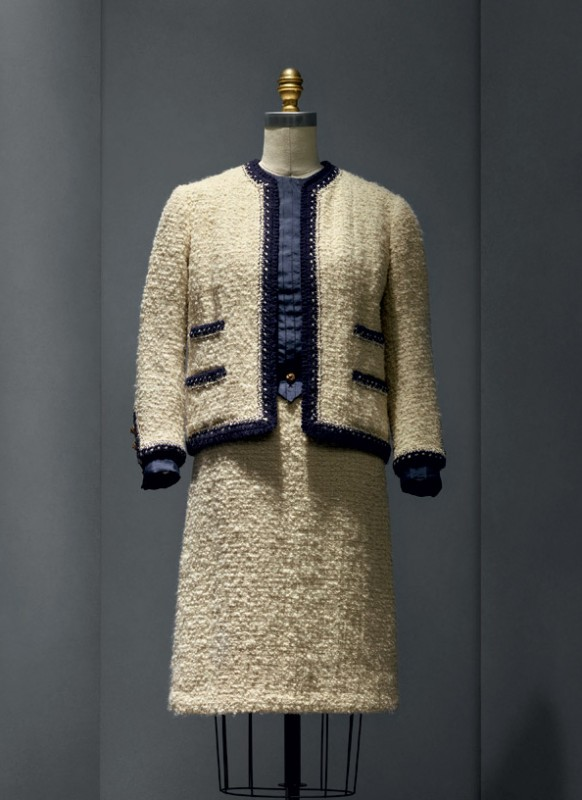 Gabrielle «Coco» Chanel (French, 1883–1971) Suit, 1963–68 haute couture French Wool, silk, metal The Metropolitan Museum of Art, New York, Gift of Mrs. Lyn Revson, 1975 (1975.53.7a–e) Photo © Nicholas Alan Cope